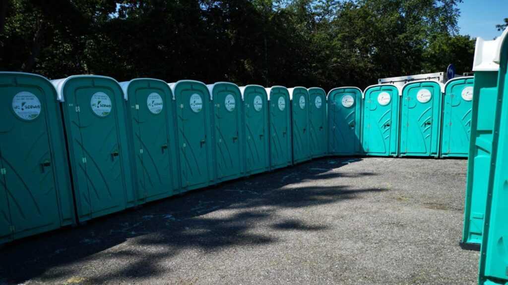 Zastosowanie toalet przenośnych