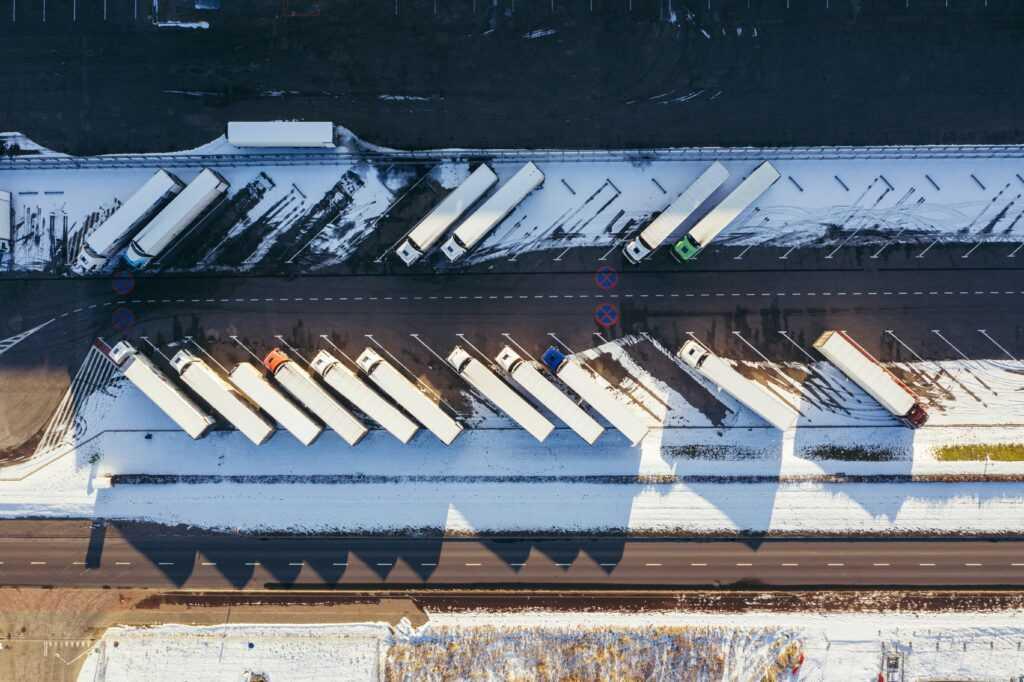 Centra logistyczne z płyt warstwowych