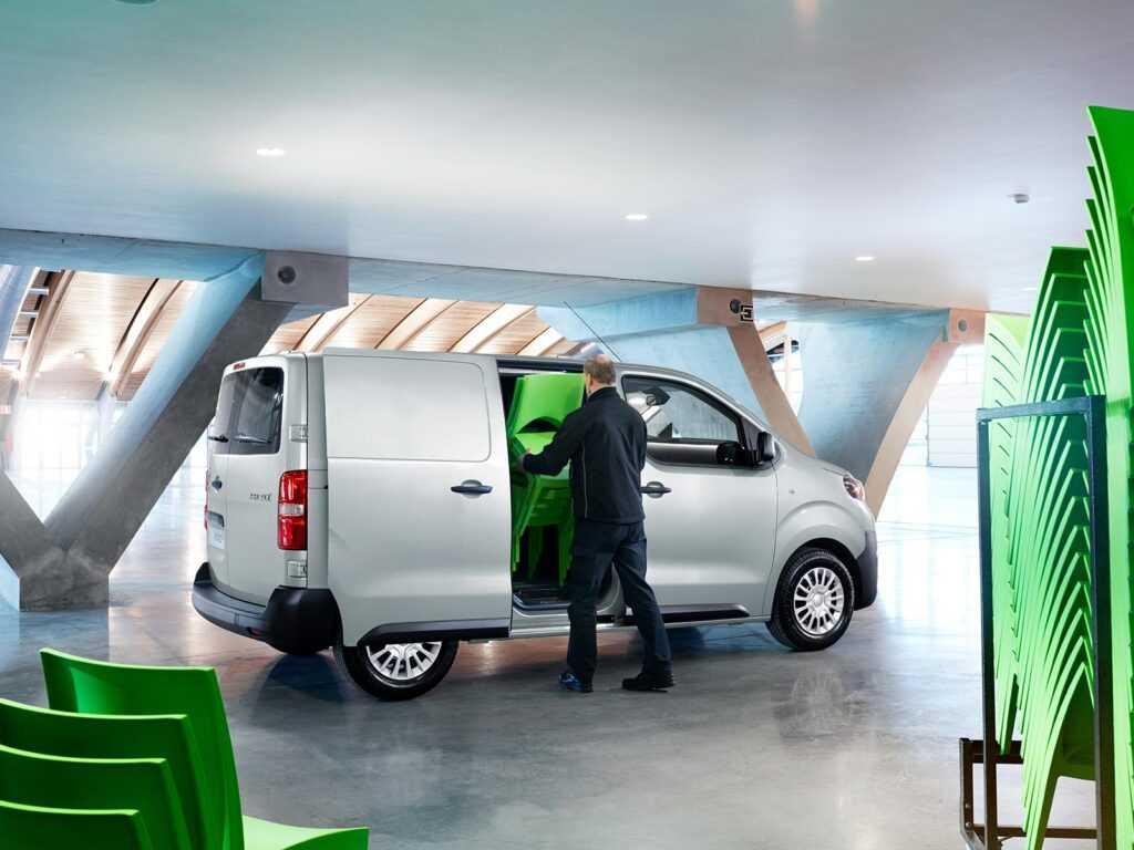 toyota proace - samochód dla firm